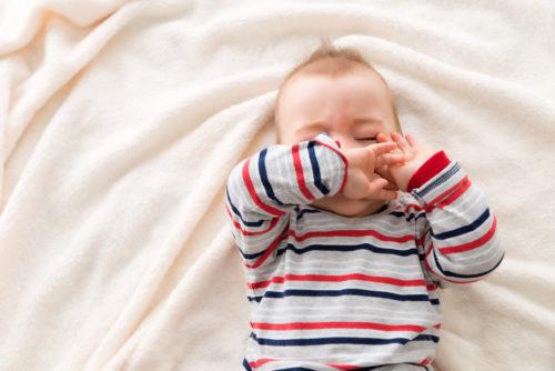 Quinte de toux bébé, que faire ? - Bébé M